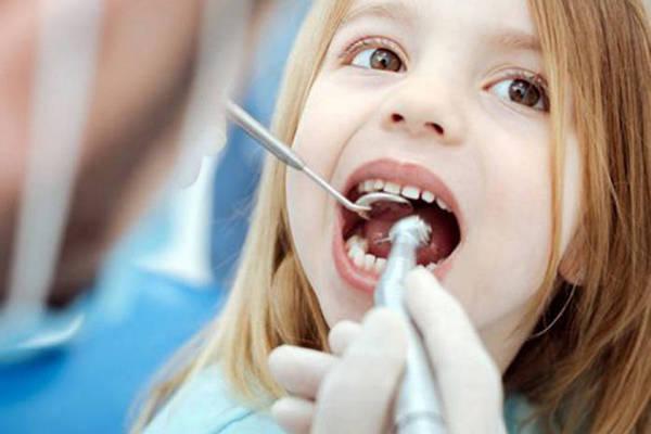 Фторирование детских зубов: за или против?