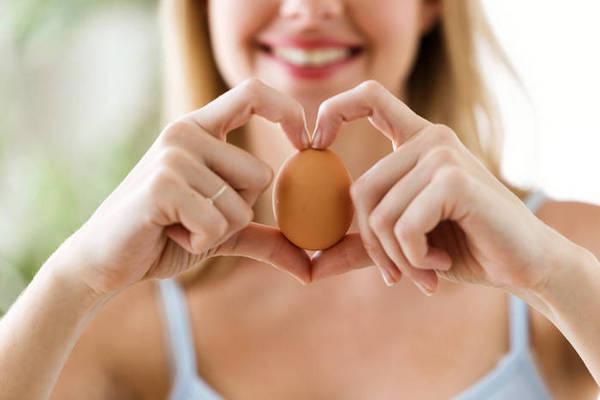 Почему любителям сырых яиц угрожает сальмонеллез?