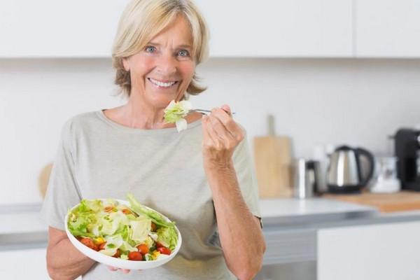 Как женщинам, старше 50 лет, укрепить свое здоровье: советы специалистов