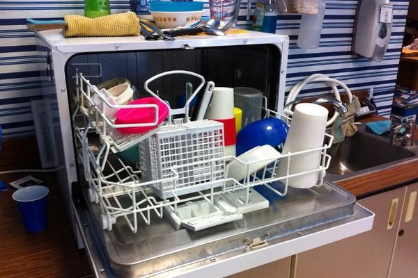 Правильный подход к мытью: что можно мыть в посудомойке, а что – нет