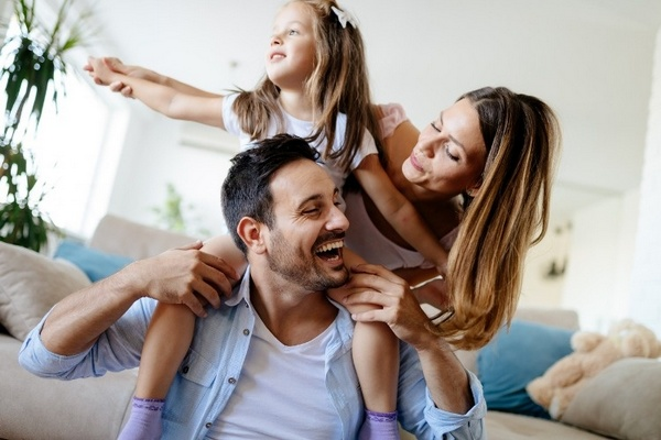 Новая семья: как подружить ребенка с отчимом