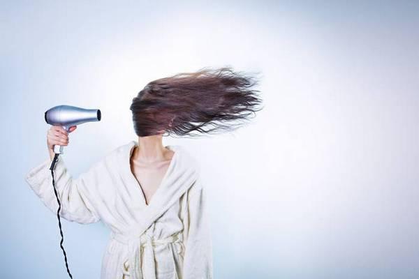 Как убрать перхоть с волос: ТОП-4 народных средства