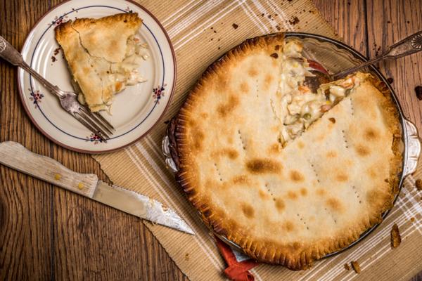 Вкусный пирог с гречкой, мясом и овощами
