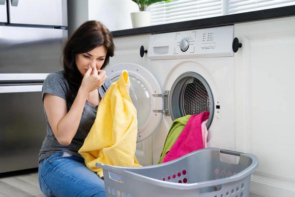 Плохо пахнет из стиральной машины: что делать