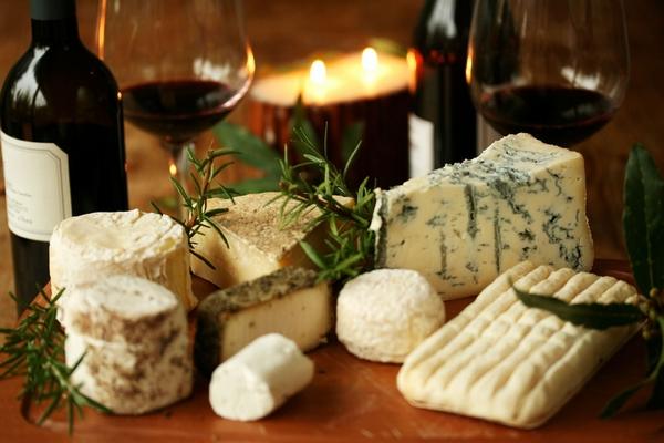 Сыр и вино: как получить истинное удовольствие от грамотного сочетания?
