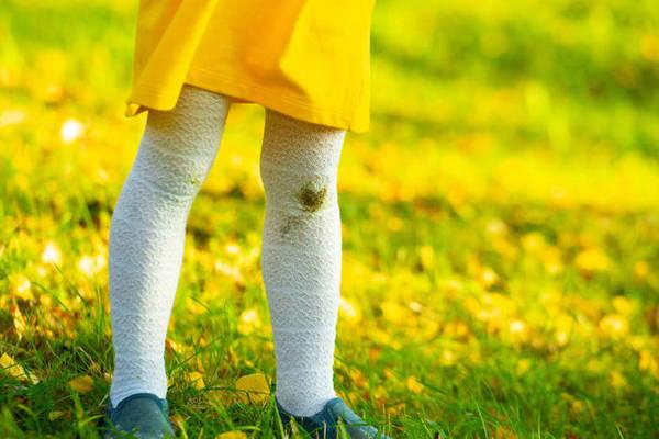 ТОП-6 рабочих способов отстирать траву с детской одежды