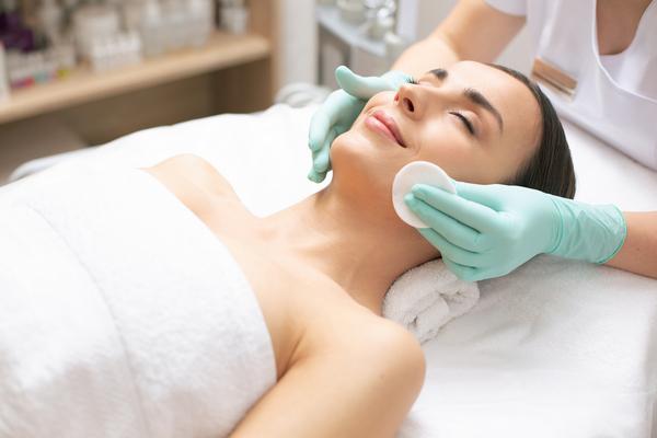 ТОП-3 антивозрастные процедуры для лица: не помешает каждой