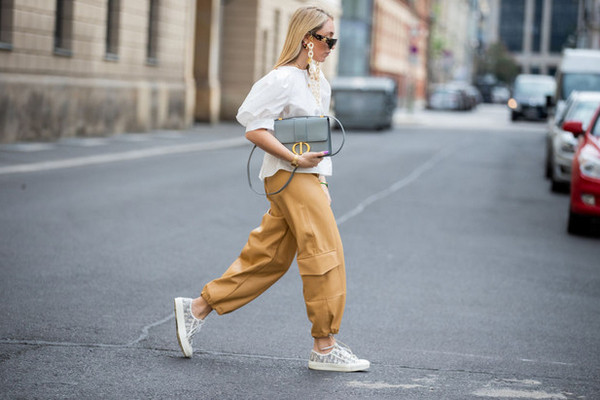 Спорный тренд из прошлого: с чем носить брюки-карго