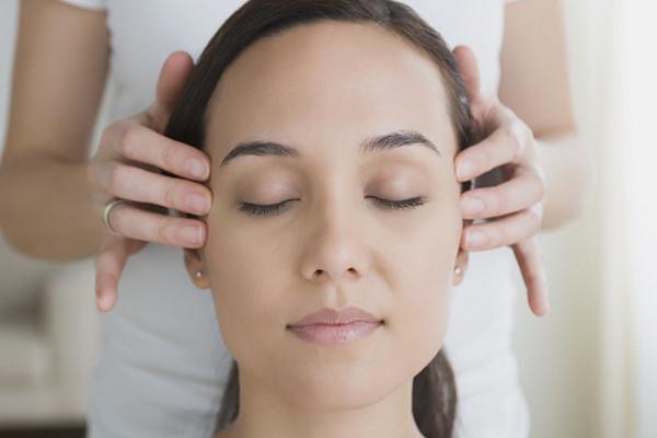 Омолаживающий массаж лица: самые эффективные методики