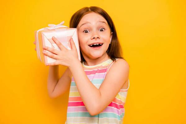Как научить детей правильно реагировать на получение подарков
