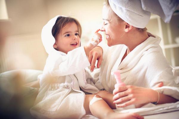 Почему взрослым не стоит пользоваться детским кремом
