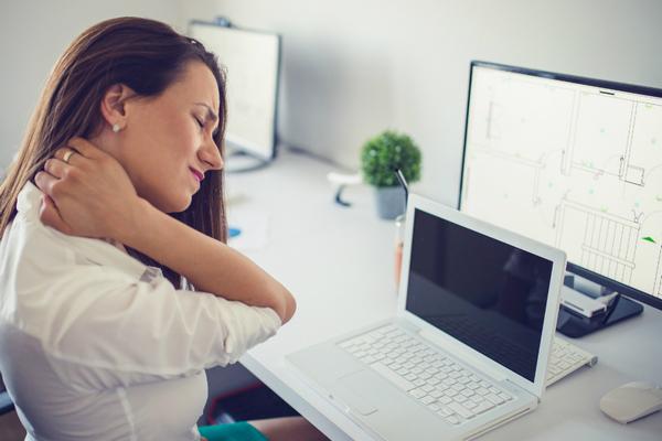Как избавиться от боли в шее, возникающей из-за работы за компьютером?