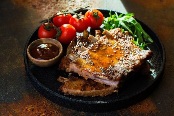 Нежные, сочные, хрустящие: свиные ребрышки барбекю – рецепт