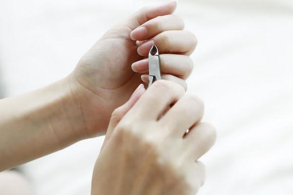 Как навсегда избавиться от заусенцев: 6 советов от мастера маникюра