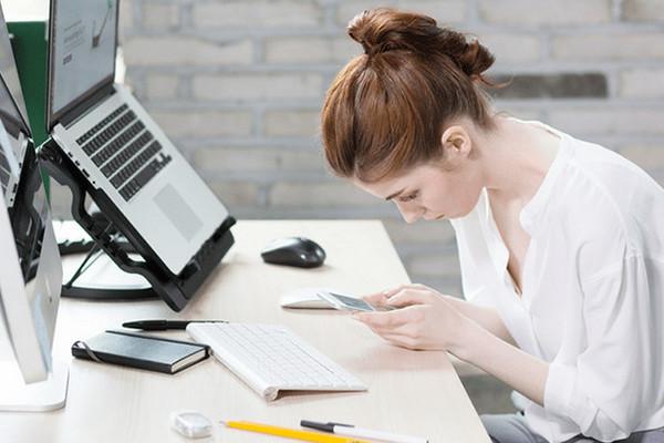 7 офисных привычек, которые каждый день вредят вашей спине