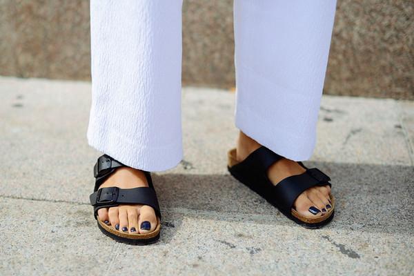 Биркенштоки в городе: с чем носить самые удобные сандалии