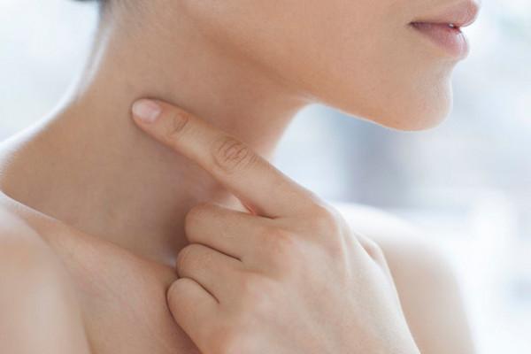 «Кольца Венеры»: как избавиться от морщин и складок на шее