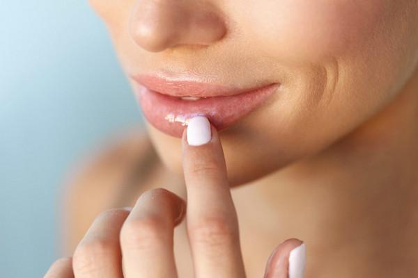 4 способа легко и быстро придать губам объем