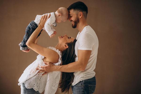 На чем держатся многолетние браки: 7 признаков крепких отношений