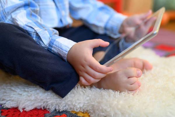 Почему дети предпочитают гаджеты общению с родителями