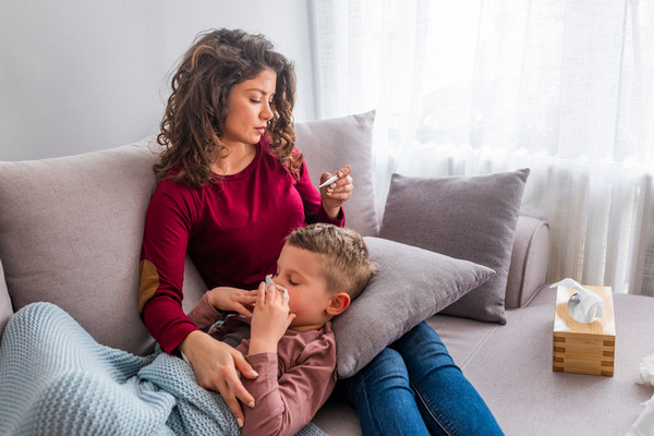 Без паники: как сбить температуру 39°С у детей и взрослых