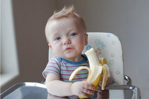 Когда ребенку можно давать банан и зачем он нужен грудничку