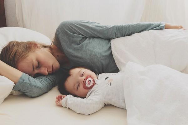 Как отучить ребенка спать с мамой: проверенные способы