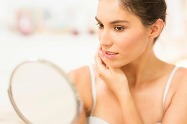 Без консилера и тонального крема: еще 6 способов выровнять тон лица