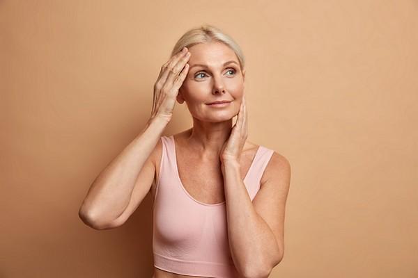 Трещины на губах, тонкие брови: о каких болезнях говорят следы на нашем лице