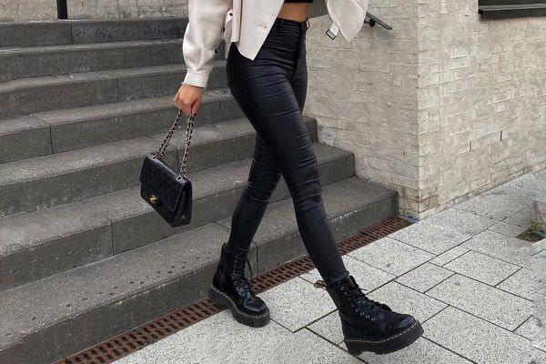 В тренде: стильные образы на осень с ботинками на грубой подошве
