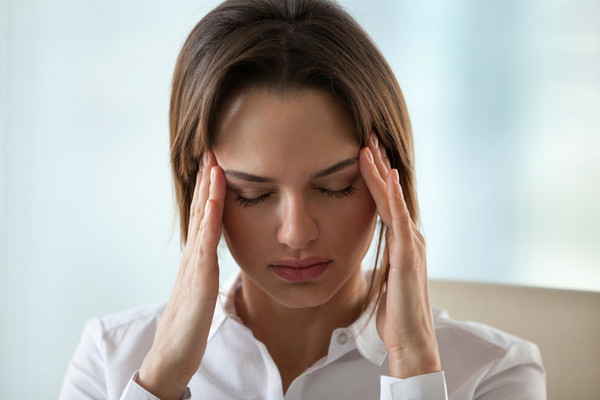 Нервный тик: почему он возникает и можно ли избавиться от него навсегда