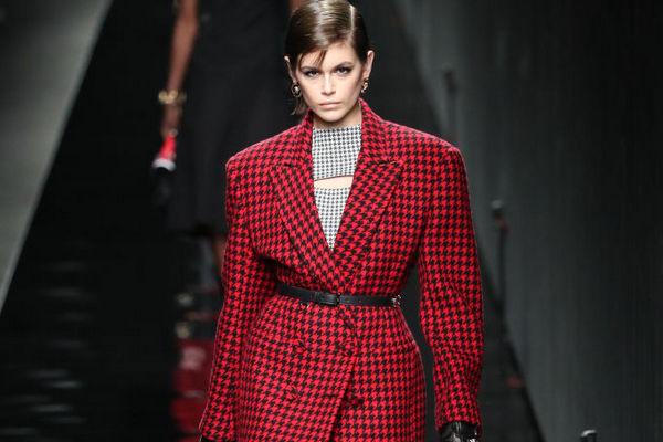 «Гусиная лапка» снова в моде: как носить этот принт осенью 2021